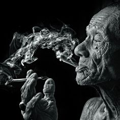 smoker by yaman ibrahim 50 Beautiful Examples of Black and White Photography Black And White Portraits, Black And White Photography, Foto Transfer, Old Faces, Smoke Art, Nikon D7000, Foto Art, Interesting Faces, Portrait Photography