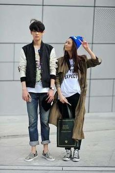 Korean Fashion Awesomeness: Couple Fashion Photos) – allkpop The Shop Asian Street Style, Japanese Street Fashion, Asian Style, Street Chic, Korean Style, Japanese Style, Couple Outfits, Edgy Outfits, Ulzzang Fashion