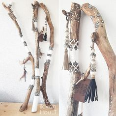 waar ik van Hou-T Painted Wood Walls, Painted Driftwood, Driftwood Crafts, Boho Diy, Boho Decor, Deco Tv, Diy And Crafts, Arts And Crafts, Stick Art