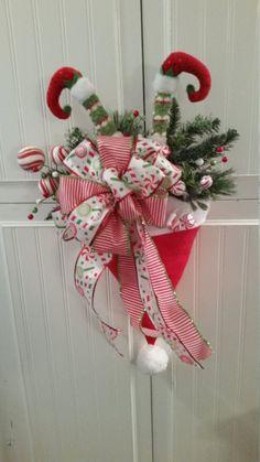 Snowman Christmas Decorations, Christmas Crafts To Sell, Christmas Mesh Wreaths, Dollar Store Christmas, Christmas Swags, Christmas Flowers, Christmas Diy, Santa Wreath, Winter Wreaths