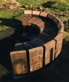 Genius and Low Budget Pallet Garden Bench for Your Beautiful Outdoor Space No 22 - diy - Pallet Pallet Garden Benches, Garden Seating, Outdoor Seating, Outdoor Decor, Outdoor Pallet, Outdoor Living, Outdoor Spaces, Outdoor Kitchens, Fire Pit Furniture