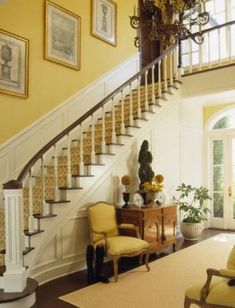 What a magnificent entry hall! love the yellow walls and crisp white woodwork! Beautiful Stairs, Beautiful Homes, Flur Design, Foyer Decorating, Entry Foyer, Grand Entryway, Mellow Yellow, Belle Photo, Stairways