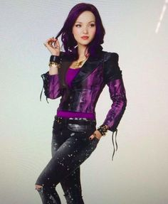 "Dove Cameron as Mal from ""Descendants"" Dove Cameron Descendants, Descendants Wicked World, Disney Channel Descendants, Descendants Songs, Drizella Tremaine, Disney Decendants, Cameron Boyce, Dave Cameron, Donia"