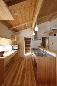 寛ぎの家 Japanese Home Decor, Japanese Interior, Japanese House, Interior Exterior, Kitchen Interior, Home Interior Design, Small Tiny House, Simple House Design, Wooden Kitchen