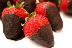 SUGAR-FREE CHOCOLATE STRAWBERRIES The other day I made a chocolate dipping sauce for some fresh strawberries. I love this because it's a delicious, sweet dessert AND it's packed full of antioxidants. 1/8 cup coconut oil  1 tbsp. cocoa  4-5 packets Truvia*