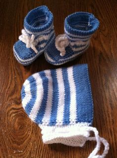 Knitted Baby Booties with matching hat  size by JNPsStringsNThings, $18.00