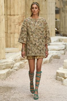 Chanel | Cruise 2018 | Look 75