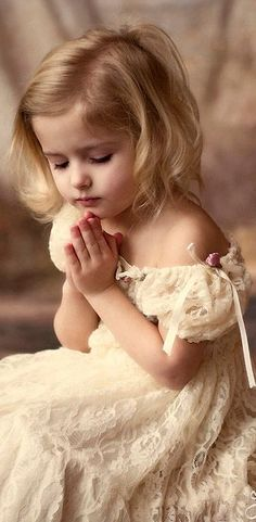 Dear God, i pray for peace, love and harmony. * (Blessed are the children as they have not yet had lables put on them, (most of them) * for they see truth and speak truth that awaken us from time to time. Precious Children, Beautiful Children, Beautiful Babies, Beautiful People, Young Children, Cute Kids, Cute Babies, Pretty Kids, Kind Photo