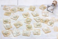 RAVIOLIS RELLENOS DE ESPINACAS Y RICOTTA, CON PESTO DE ALBAHACA. Pasta rellena casera. | Sweet And Sour