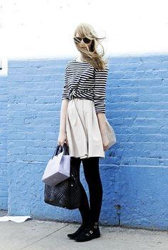 Se a proposta for um look mais elegante, aposte na combinação de uma blusa listrada a uma saia longa, lápis ou ainda tulipa ou até mesmo uma calça cenoura.