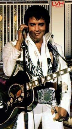 Gorgeous Elvis!   That smile, that smile !