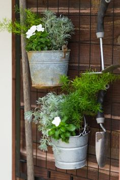 Here's a great way to use that old baby crib. Keep the springs and turn it into hanging garden tool storage. Throw in a few galvanized buckets planted with annuals and it looks like a wall of art. It's the perfect functional rustic look. Yard Tool Storage Ideas, Garden Tool Organization, Garden Tool Storage, Old Garden Tools, Garden Power Tools, Garden Tool Shed, Garden Rack, Gardening Tools, Rack Bike
