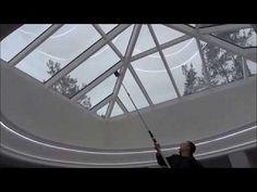 Telescoop Indoorsysteem  Ons unieke Telescoop Indoorsysteem in combinatie met osmose water stelt ons in staat glaswanden, gevelplaten en andere gladde en harde ondergronden aan de binnenkant streeploos schoon te krijgen. Maximale werkhoogte: 13,5 meter.    Voordelen: - Geen waterdruppels op de vloer  - Indoor hoogwerkers of andere installaties zijn overbodig  - Zeer kostenbesparend