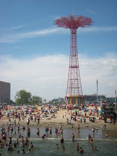 Coney Island Best park ever when I was a kid! With the Wonder Wheel, steeplechase ride,and parachute ride awesome! Coney Island Amusement Park, Amusement Parks, Places To Travel, Places To See, Home Nyc, Brooklyn Baby, Us Destinations, Staten Island, Concrete Jungle