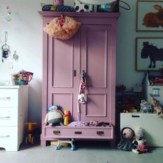 Kinderkamer / Kids room / Painted armoir