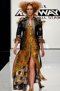 "Project Runway All Stars: ""Puttin' on the Glitz"" - Threads.   Mondo.  Looks like a Klimt painting. :)"