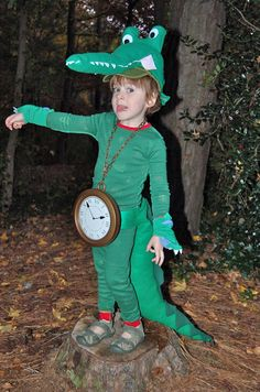 Disney costumes: Tick Tock the Crocodile costume for Peter Pan. You could start with green sweats for this one. Captain Hook Halloween Costume, Peter Pan Halloween, Peter Pan Costume Kids, Family Halloween Costumes, Disney Halloween, Halloween 2018, Halloween Ideas, Halloween Party, Alligator Costume