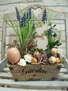 Get your home ready for Spring & Easter with these cute DIY Easter and Spring Decoration ideas. From Rae Dunn to Spring Wreaths to Easter egg decor & Easter Flowers, Easter Colors, Deco Floral, Arte Floral, Spring Decoration, Diy Ostern, Easter Peeps, Easter Table, Easter Wreaths