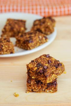 Pumpkin Chocolate Chip Oatmeal Bars - easy, healthy, delicious