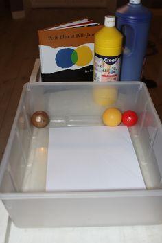 Petite activité bien sympathique aujourd'hui. Je te propose de la peinture avec des balles. J'ai choisi de lire l'album génialissime «Petit bleu et petit jaune &…