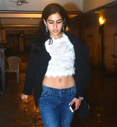 Jhanvi Kapoor v/s Sara Khan, who is your choice? Indian Actresses, Actors & Actresses, Sara Ali Khan, Amrita Singh, South Indian Actress, Bollywood Actors, India Beauty, Hottest Photos, Glamour
