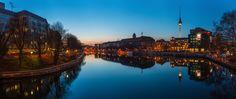 Basics Tutorial : Panoramafotografie zur blauen Stunde in der Stadt (Teil 1) von Jean Claude Castor