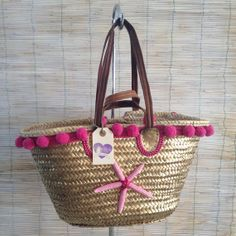 Capazo Estrella Oro Fucsia por RosanaMoltoCapazos en Etsy, €45.00 Summer Handbags, Straw Handbags, Summer Bags, Ethnic Bag, Diy Tote Bag, Art Bag, Beach Accessories, Basket Bag, Handmade Bags