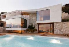 Casa V2 moderna fachada de piedra blanca / 3LHD Architects, Croacia http://www.arquitexs.com/2013/12/v2-house-3lhd-architects-croacia.html