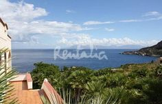 pura sicilia http://www.idealista.it/news/archivio/2013/08/08/089475-case-week-end-villa-fronte-mare-nellantica-fortezza-saracena-di-san-vito-capo-sicilia-fotogallery