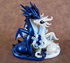 Dragon Cake Topper: super cute! wouldn't put it on my wedding cake but would be a great memento :)