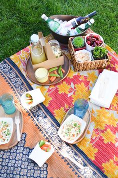 Kantha picnic blanket.  Summer Picnics are #NaturallyAmazing! #sponsored #Frenchs @frenchsfoods  - Cupcakes and Cutlery