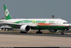 EVA Airways Boeing 777-35E(ER) taken 22. May 2010 at Paris CDG