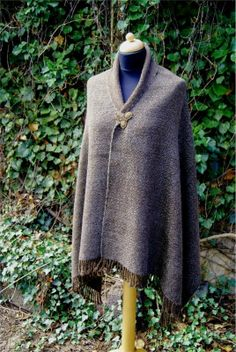 Lozenge twill shawl, woven on a rigid heddle loom from handspun yarn by Tríona Ní Erc