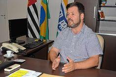 Prefeito de Lençóis quer fim de radares móveis - Oprefeito Anderson Prado (Rede) anunciou o fim do radar móvel em Lençóis Paulista (43 quilômetros de Bauru). A medida foi uma de suas promessas de campanha diante da desaprovação do sistema por boa parte da população. Até junho, quando vence o contrato para operação do equipamento, ele será instal - http://acontecebotucatu.com.br/regiao/prefeito-de-lencois-quer-fim-de-radares-moveis/