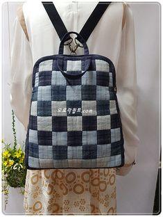 퀼트패키지전문쇼핑몰 Patchwork Bags, Quilted Bag, Denim Bag, Denim Jeans, My Bags, Purses And Bags, Frame Purse, Fabric Bags, Refashion