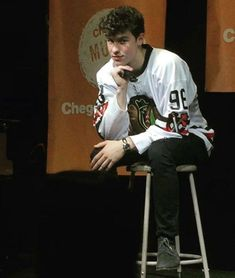 Previous respect for Shawn Mendes: Like Now that he had worn a Blackhawks jersey, like 10 Shawn Mendes Fofo, Shawn Mendes Cute, Mendes 98, Mendes Army, Cameron Dallas, Bae, Love Him, My Love, Magcon Boys