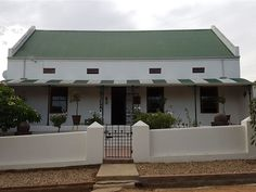 Big Sky Villa - Big Sky Villa is situated in the heart of Tulbagh town. Walking distance from the CBD. Tulbagh is famous for its historic Church Street, wine and olive farms. The Villa is self-catering with a fully equipped ... #weekendgetaways #tulbagh #breederivervalley #southafrica
