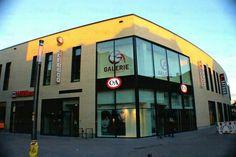 """Galerie Troisdorf ist **#VERKAUFT**  HBB veräußert die #Einkaufspassage """"Galerie Troisdorf"""" an #TIAA Henderson Real Estate  Etwas mehr als ein Jahr nach der Inbetriebnahme der #Galerie Troisdorf hat der #Bauherr und  Manager des Einkaufszentrums, die #HBB #Hanseatische #Betreuungs-  und  Beteiligungsgesellschaft, das Objekt zum Jahreswechsel an den #britischen Investor TIAA Henderson Real Estate veräußert.  Die Galerie Troisdorf befindet sich auf einem ca. 11 .OOO m' großen Grundstück. HBB…"""