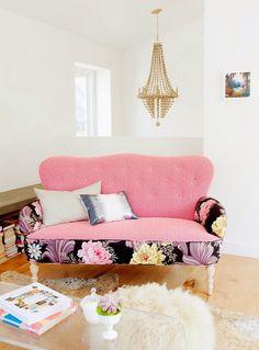 ...now that is my kind of sofa! BEE-EWE-DI-FULL!
