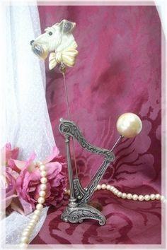 Harp hatpin holder