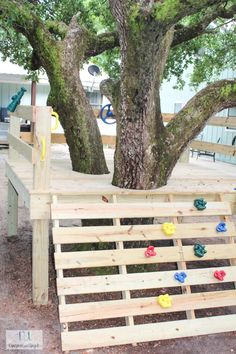 This is a simple tutorial on how to create your own DIY platform tree house with a climbing rock wall and a slide. This tree house is great for any age. Pallet Tree Houses, Cool Tree Houses, Backyard Playground, Backyard For Kids, Tree House Plans, Diy Tree House, Simple Tree House, Tree House Designs, Outdoor Projects