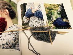 amirisuで購入した糸でハンドウォーマーを制作中 - knitravel's diary
