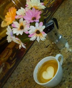AROMA DI CAFFÈ  . Hacemos florecer tus ideas en cada visita. . Comparte disfruta y deléitate con el café.  .  #AromaDiCaffé#MomentosAroma#SaboresAroma#Café#Caracas#Tostado#Coffee#CooffeeTime#CoffeeBreak#CoffeeMoments#CoffeeAdicts#MeetTheBarista
