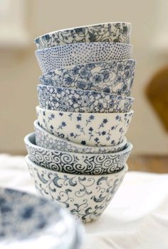 love blue and white dishes Blue And White China, Love Blue, Blue China, China China, White Dishes, Blue Dishes, Paperclay, Ceramic Pottery, Ceramic Bowls