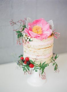 We love wedding cakes! We have everything from the latest trends (bye naked cakes!), to the flavors everyone is loving, expert tips and thousands of beautiful wedding cakes to inspire you. Floral Wedding Cakes, Wedding Cakes With Flowers, Beautiful Wedding Cakes, Wedding Cake Designs, Beautiful Cakes, Cake Wedding, Wedding Bouquet, Bolo Floral, Floral Cake