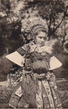 Folk Costume, Costume Dress, Shaman Woman, Bridal Headdress, Retro Pictures, Extraordinary People, Eastern Europe, Beautiful Patterns, World Cultures