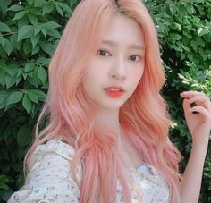 Minju and her pink hair! Black Pink ジス, Japanese Girl Group, Red Aesthetic, The Wiz, Selca, Ulzzang Girl, Kim Min, Pink Hair, Kpop Girls