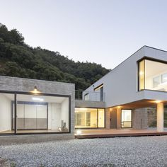 Cheongju University Department of Architecture 의 청양주택 | 호미파이 & homify Container House Plans, Garage Doors, Exterior, House Design, Cabin, Mansions, Architecture, House Styles, Outdoor Decor