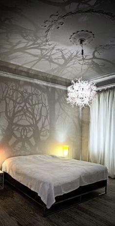 13 Beautiful Surprises A Unique Pattern Of Light Can Bring A Room  / Image: Hilden Diaz