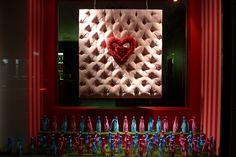 Vitrine Nicolas Feuillatte Saint-Valentin - Paris, février 2011www.instorevoyage.com   #in-store marketing #visual merchandising